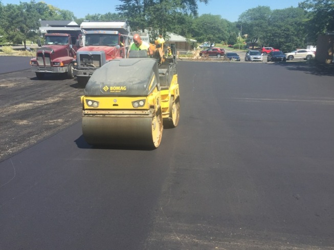 commercialasphaltpaving5-small.jpg